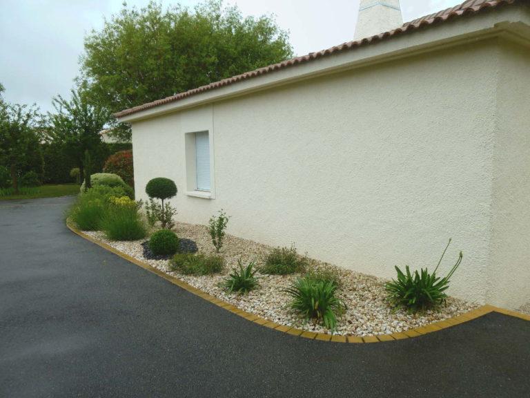 Gilbert-LEBRETON-PAYSAGISTE-Rocheserviere-85-Entretien-jardin-particulier-Massifs-Vieillevigne-44